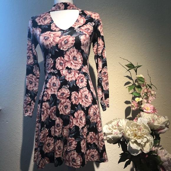 Hollister Dresses & Skirts - Hollister floral dress